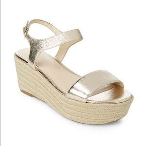 Nine West silver metallic platform sandals (NEW)